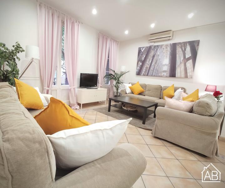 AB PL Espanya - Rocafort 3 - Lovely 4-bedroom Apartment with a Balcony - AB Apartment Barcelona