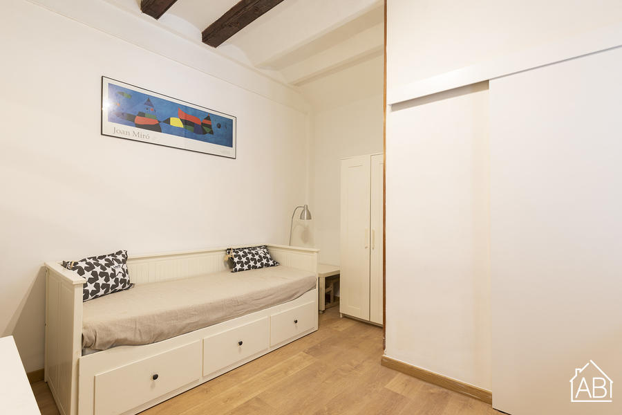 AB Barceloneta Beach Grau Studio 3 - Traditional Studio Apartment a stone´s throw away from the Beach - AB Apartment Barcelona