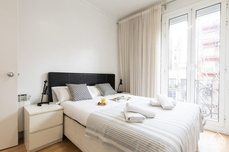 AB Berlin Les Corts Apartment - Cosy 3-Bedroom Apartment with a Balcony near FC Barcelona´s Camp Nou Stadium - AB Apartment Barcelona