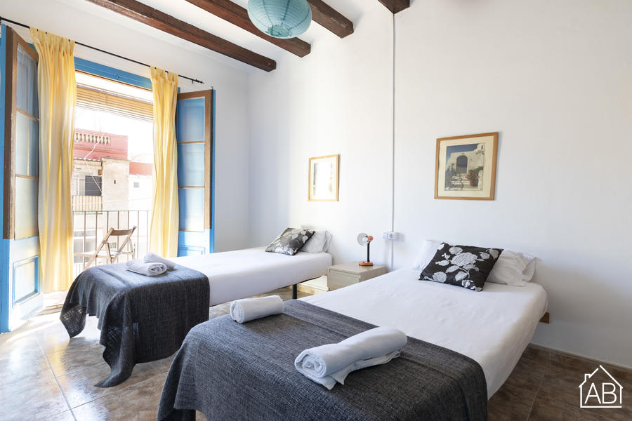 AB Poble Sec Apartment - Traditional 3-Bedroom Poble Sec Apartment with a Balcony near Montjuïc - AB Apartment Barcelona