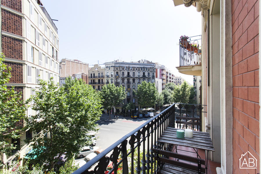 AB Eixample Suite - Elegant 2-Bedroom City Centre Apartment with a Balcony  - AB Apartment Barcelona