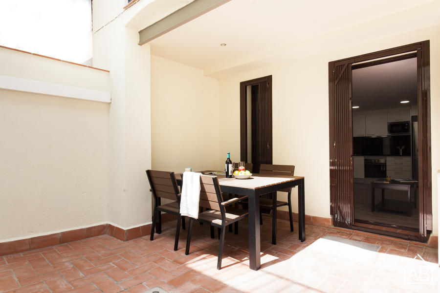 AB Margarit Bajos II - Modern apartment with private terrace in Poble Sec - AB Apartment Barcelona