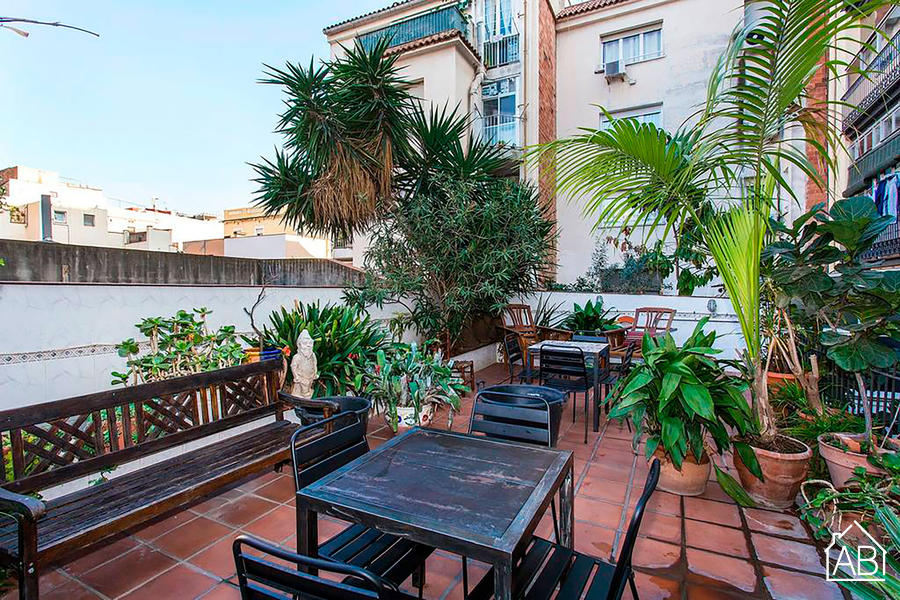 Brunch on the Sunn & Terrace in Lively Gracia - Luxury 4 bedroom, 5 bathroom apartment with private terrace for up to 9 guests - AB Apartment Barcelona
