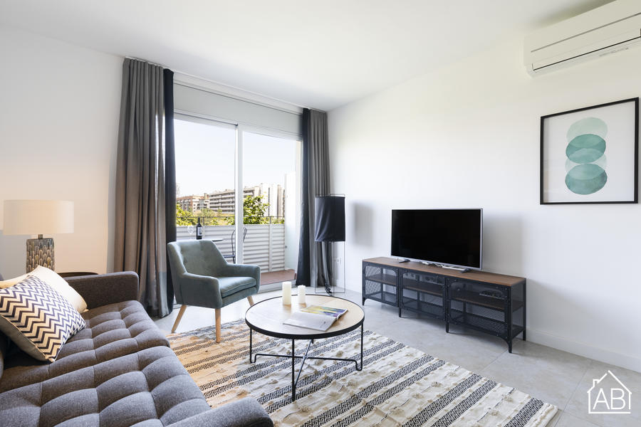 AB Beach Poble Nou - Stylish and Homely Two-Bedroom Apartment with Balcony in Poblenou NeighbourhoodAB Apartment Barcelona -