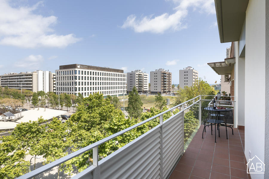 AB Beach Poble Nou - Gorgeous Three-Bedroom Apartment with Balcony in Poblenou DistrictAB Apartment Barcelona -