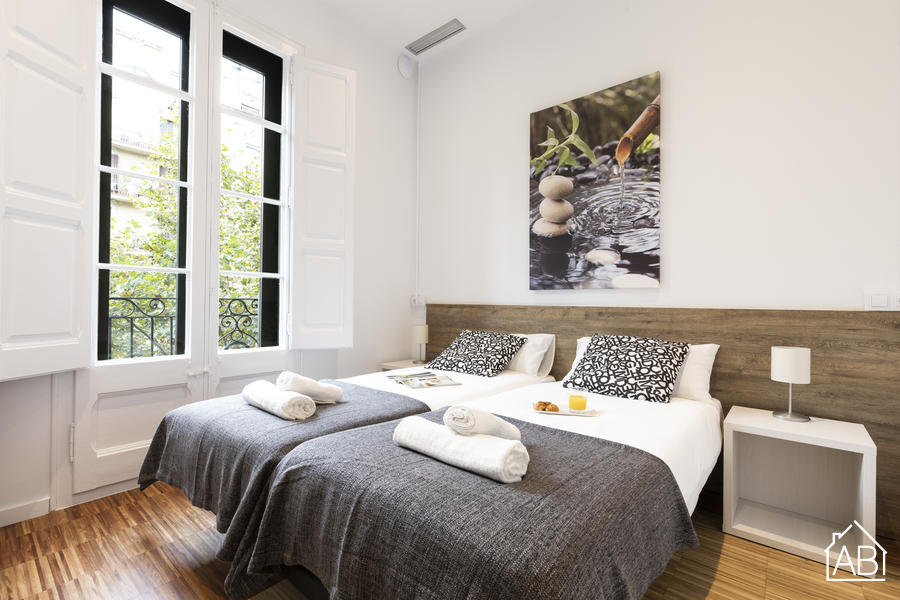 AB Comte d´Urgell - Modern Three-bedroom Eixample Esquerra Apartment with a Balcony - AB Apartment Barcelona