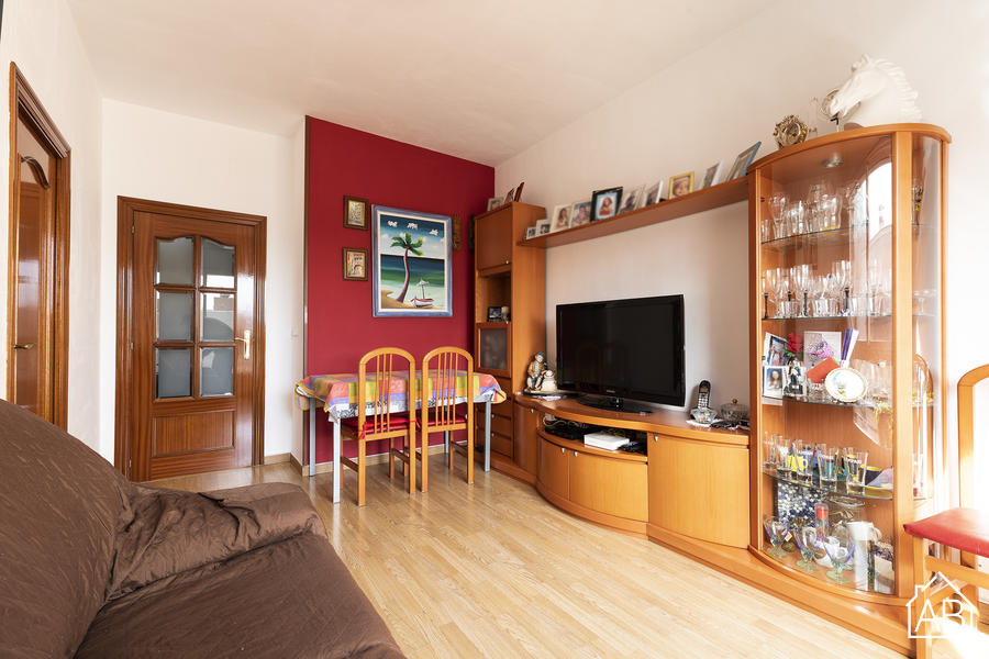 SPACIOUS APARTMENT FOR SALE IN BARCELONETA - Fully furnished Three-Bedroom apartment for sale in BarcelonetaAB Apartment Barcelona -