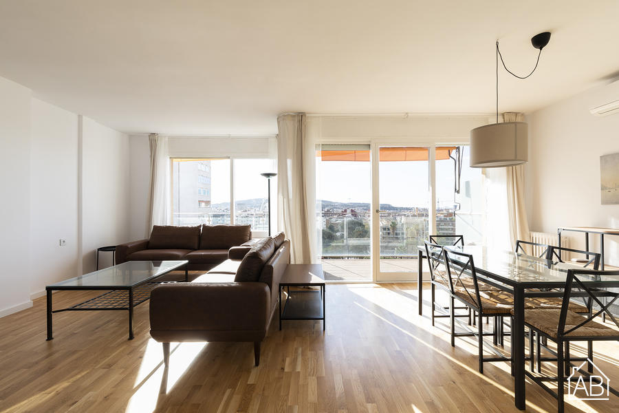Great Apartment near Les Corts - Bright and spacious 4-bedroom apartment near Les Corts with private balcony - AB Apartment Barcelona