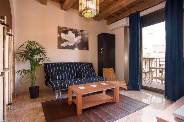Mitte - Lovely and bright apartment with a balcony close to Las RamblasAB Apartment Barcelona -