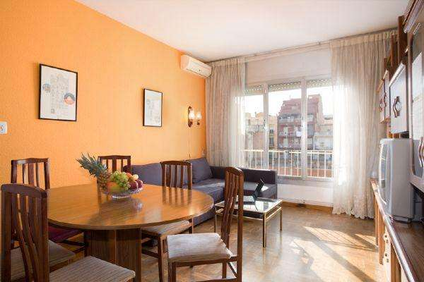 AB Plaza Universitat-Muntaner - Large, sunny four-bedroom apartment in the very heart of Barcelona - AB Apartment Barcelona