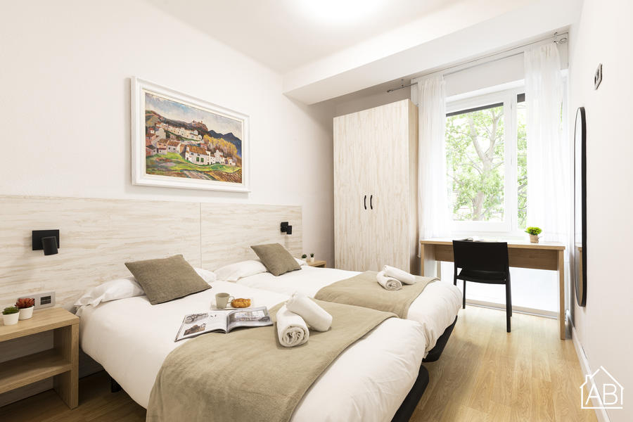 AB Eixample Viladomat - Bright and Modern Apartment with a Balcony, 15 Minutes from Plaça d´Espanya - AB Apartment Barcelona